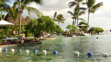 La Pirogue swimming pool