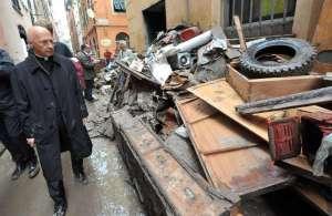 abita a Genova, fra le macerie della democrazia