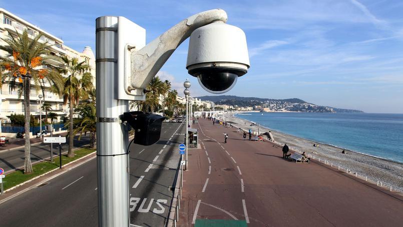 Hollande  ordina a Nizza: cancellate  tutte quelle immagini.