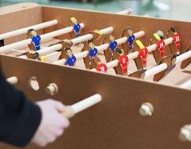 2-foosball-cardboard--Kickpack-Kartoni-Baby-foot-Carton-Recycle