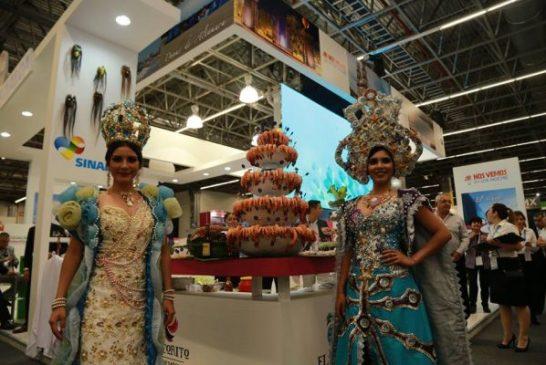 Reinas Promueven el Carnaval en el Tianguis Turistico