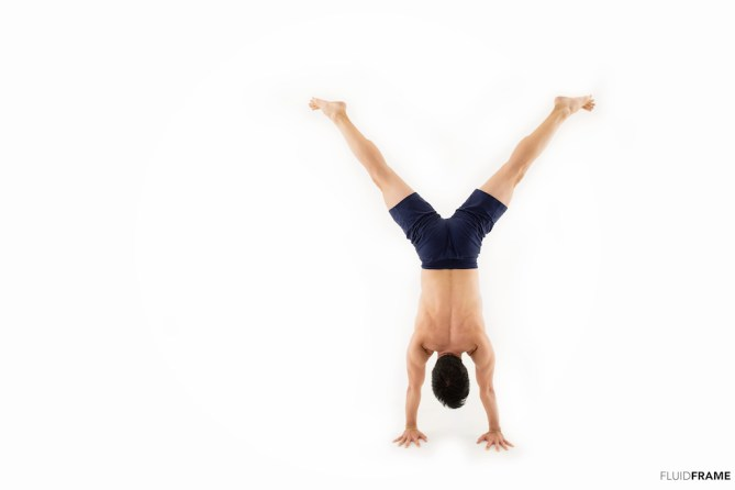 small-handstand-y-shape-fluidframe_4628