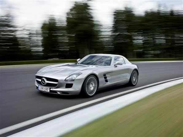740218 1345061 6658 4984 09C760 001 Small 597x447 The S Class and SLS are the best cars of 2011 according to German Magazine