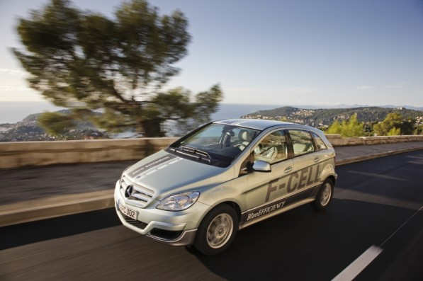 the new mercedes benz b class f cell 2 597x397 Hydrogen powered Mercedes Benz Fuel Cell prepares for leasing