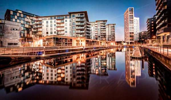 leeds-clarence-dock-evening-april-2014_0239_40_41