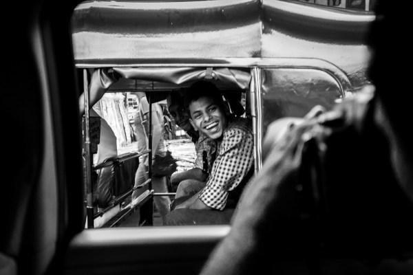 037 india mumbai santacruz station market people