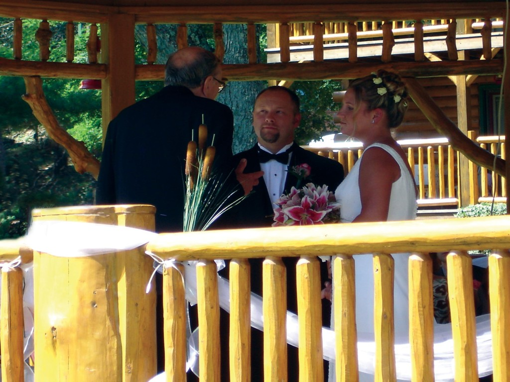 Outdoor Wedding in Gazebo at Meadowbrook Resort & DellsPackages.com in Wisconsin Dells