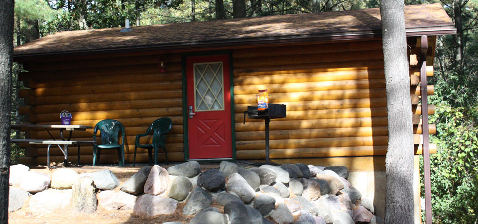 Frontiersman & Mountaineer Cabins at Meadowbrook Resort & DellsPackages.com in Wisconsin Dells