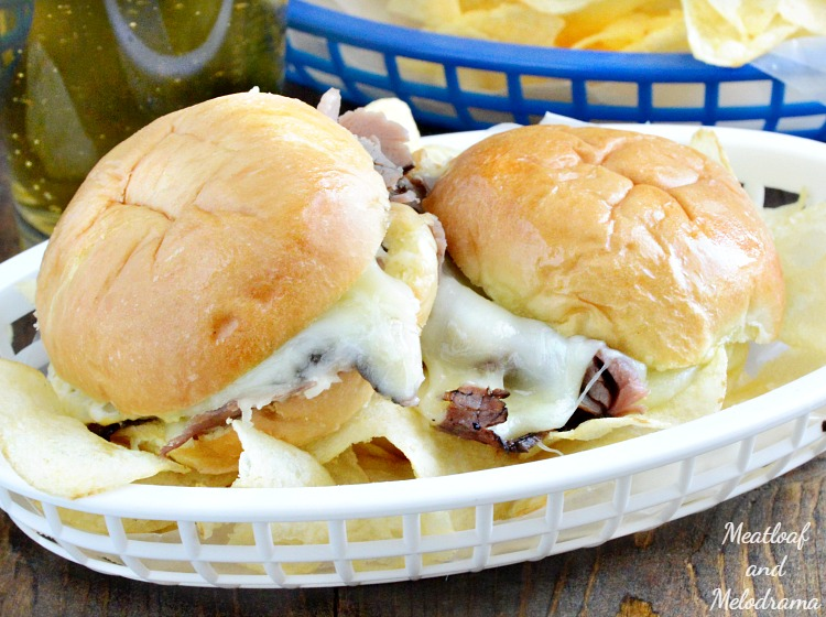 cheesy-baked-roast-beef-sliders-chips-game-day