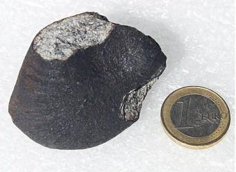 Un primo frammento di meteorite è stato trovato nei pressi del fiume Annama, Russia. Crediti: Jakub Haloda.