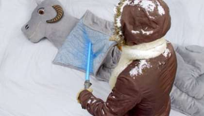 bb2e_tauntaun_sleeping_bag_han
