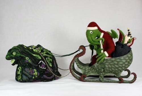 MEGATech Showcase: Last Minute Christmas Ideas   cthulhu santa 620x421 500x339