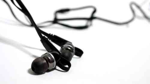 MEGATech Reviews   Rosewill R Studio E 860 Noise Isolating Earbuds   rstudioe860 3 500x281