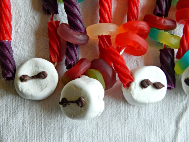 Big Hero 6 / DIY Baymax Candy Necklaces #BigHero6MovieNight #ad @Target