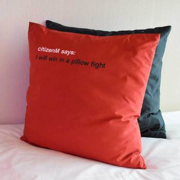 citizenm-bedroom-cushions
