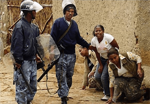 Ethiopian-federal-police attack-young-women