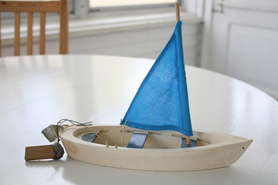 Can you believe this sailboat was in the free bin? It's darling.