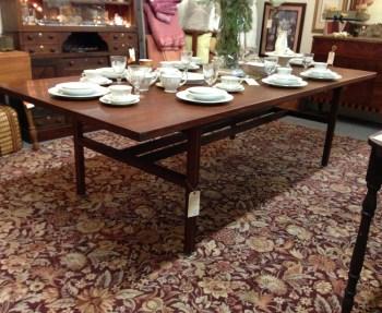 Ah hah, I spy a beautiful mid-century mahogany table beneath that china.