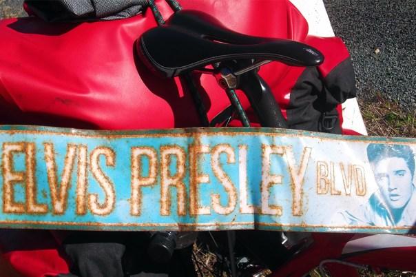 11 Australia 2015_targa di Elvis sulla strada per Adelaide