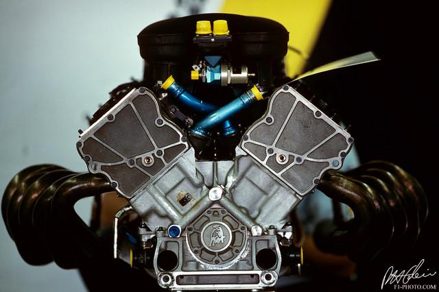Lamborghini_V12_2