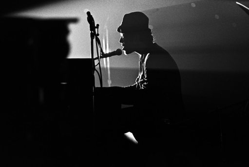 Tom Waits 1977 photo by Scott Newton