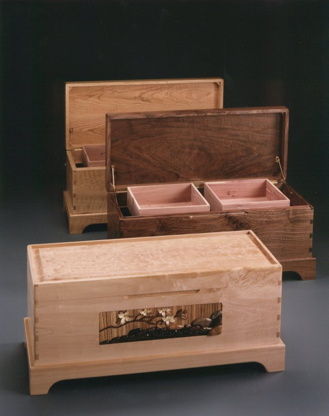 Blanket chests in maple, walnut and oak