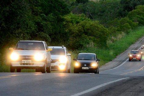 Resultado de imagem para Justiça libera aplicação de multas por farol desligado em rodovia sinalizada