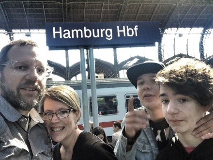 Midlife Sentence | family selfie in Hamburg