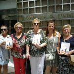 Las enfermas del Agreal ante la Conselleria de Sanitat valenciana.
