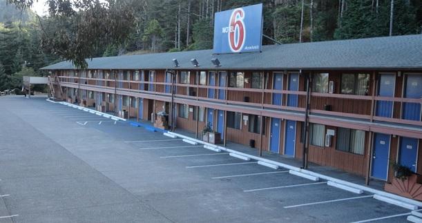 10-hotel-exterior