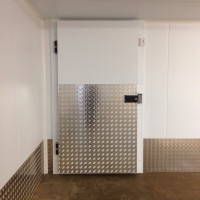 Dual temperature coldrooms