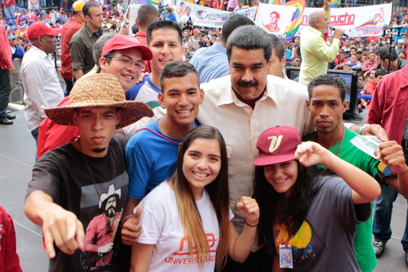 Presidente Maduro invita a los jóvenes a convertir universidades en centros de producción