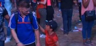 Euro 2016 : le supporter français consolé par un enfant découvre enfin le Portugal