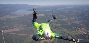 Etats-Unis: Luke Aikins réussi sa chute libre de 7 600 mètres sans parachute