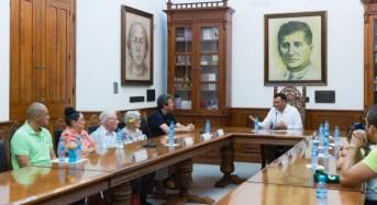 El Gobernador reconoce a glorias del basquetbol yucateco