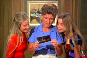 Jan-Alice-Marcia-the-brady-bunch-10689303-500-375