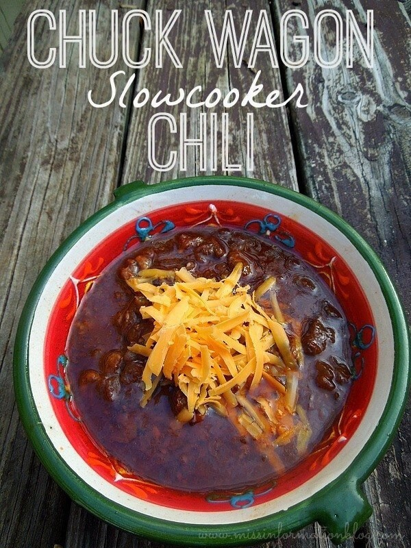 Slowcooker Chuck Wagon Chili hearty and rich, perfect for cold days and football! #slowcooker #chili #soup