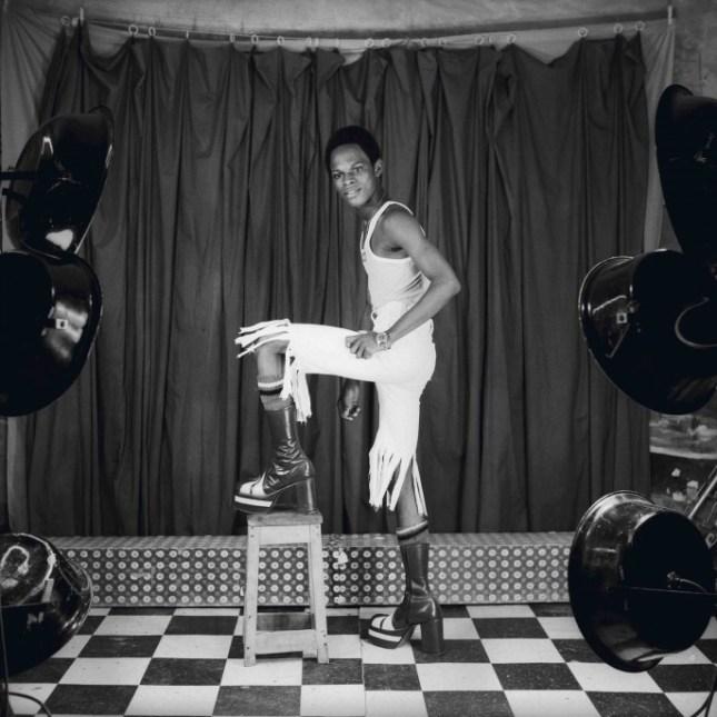 08_PressImage-l-MUL-l-Samuel-Fosso-Self-Portrait-1973-–-1977-copy-e1470685200668