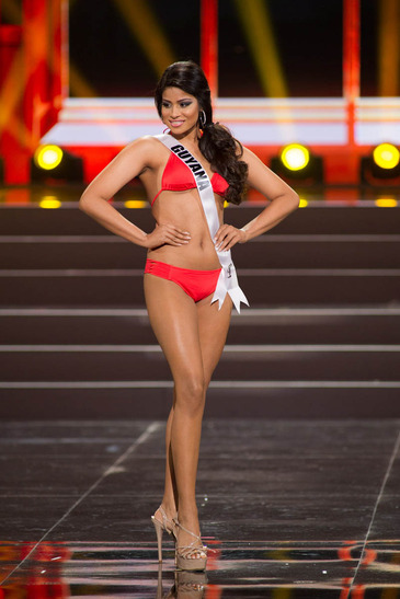 pu_1_2013_preliminarycompetitionswimsuit_uni20134078_37
