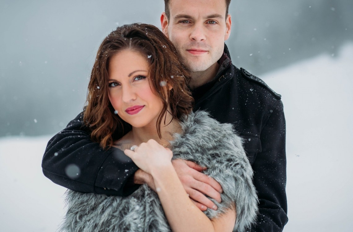 Snowy engagement shoot - Seattle wedding photographer - Snoqualime Pass engagement