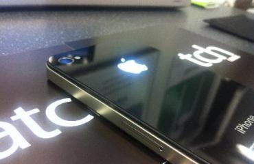 apple_iphone4_glowing_logo
