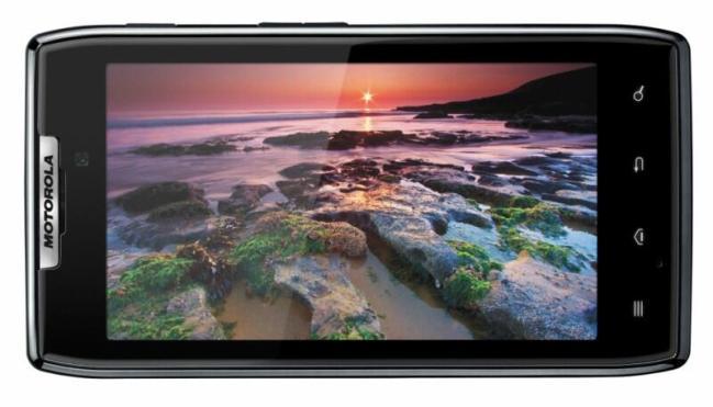 Motorola_RAZR_Front_horiz_Camera_Intl [800x600]