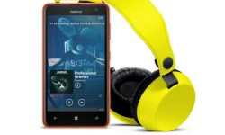 1200-1-nokia_lumia-625_yellow_with_boom 4