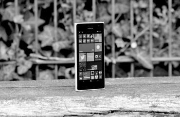 Nokia Lumia 735 Header