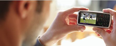 Nokia N77 kädessä