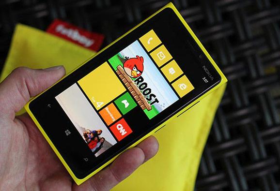 Lumia 920, keltainen