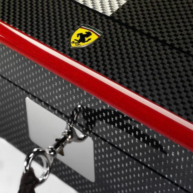 Ferrari-carbon-fiber-chess-set-5