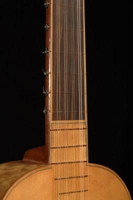 Chitarra barocca vista del manico