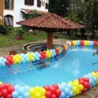 Piscina decorada com balões para diversos eventos