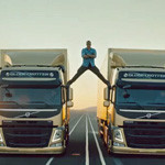 Video: Van Damme's Best Splits